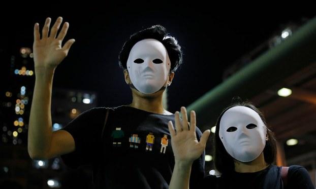 """2019年11月18日,香港高等法院裁定,香港政府以""""危害公安""""为由使用紧急法规的行为违反《基本法》,而《禁蒙面法》对公民基本权利的限制也超乎合理需要,因此裁定《禁蒙面法》违宪。(资料图/美联社)"""