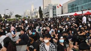 2019年8月22日,香港中学生在爱丁堡广场集会促政府撤回修例。(法新社)