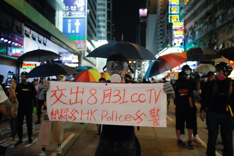 """2019年9月7日,大批示威者云集香港九龙太子地铁站附近,高呼""""公开闭路电视片段""""、""""追究警察袭击市民""""和""""还我港人港铁""""等口号。(美联社)"""