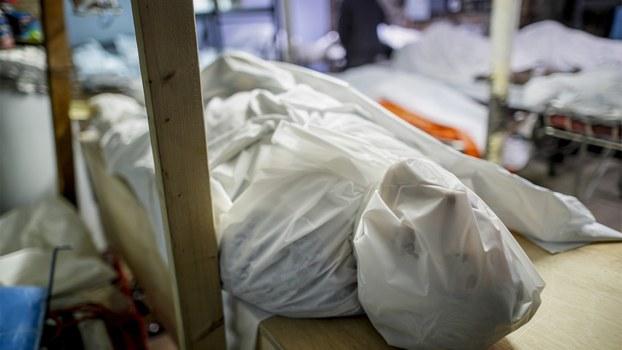2020年4月2日,纽约因新冠病毒而死去的患者的尸体摆在殡仪馆里。(美联社)