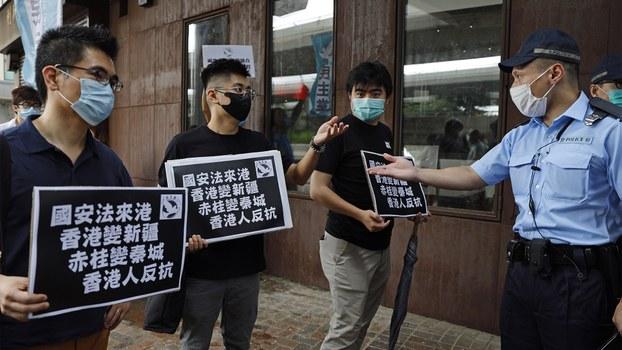 2020年5月22日,香港抗议者与警察对峙。(美联社)