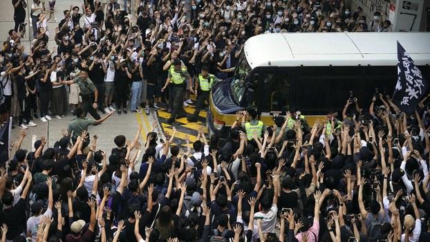 2019年10月9日的香港抗议者人群。(美联社)