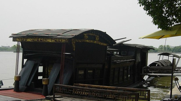 中国共产党的诞生地南湖红船。(维基百科)