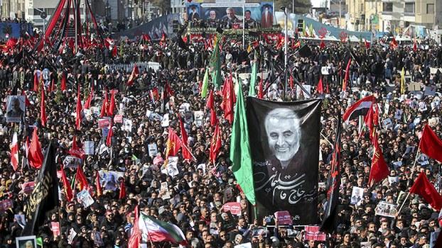 2020年1月7日,德黑兰为被美国击毙的伊朗高官苏莱曼尼等人举行葬礼。(美联社)