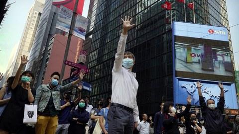 2019年11月14日香港街头的抗议者。(美联社)