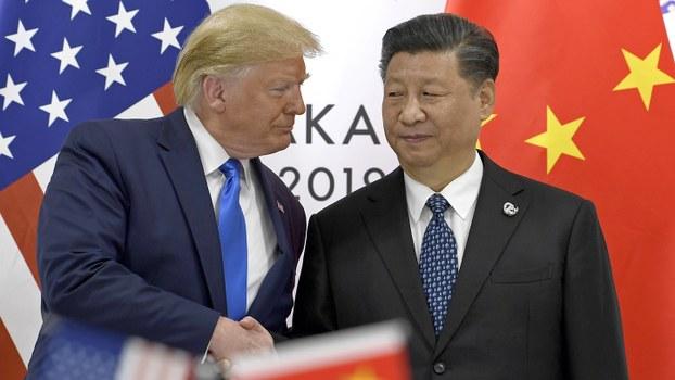 美国总统特朗普(左)和中国国家主席习近平在日本G20峰会上。(美联社)