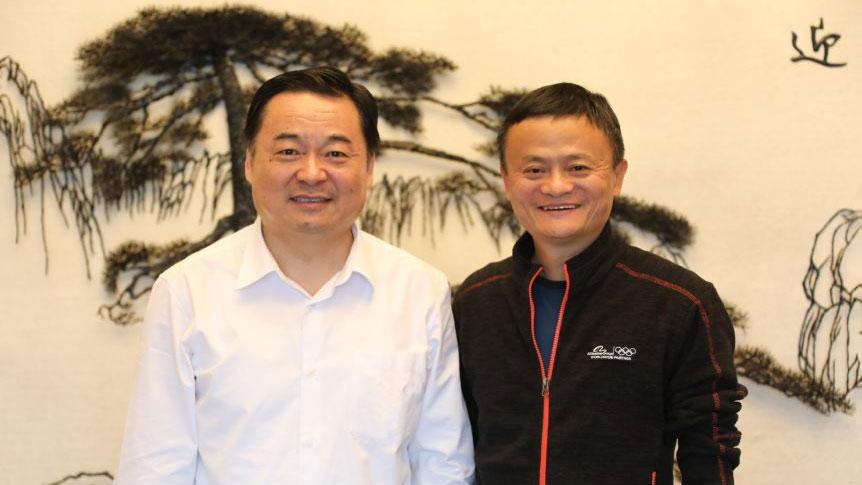 资料图片:国资委主任郝鹏会见了阿里巴巴董事局主席马云,也谈及央企与大型互联网企业的合作与混改。(图源:国资委官网)