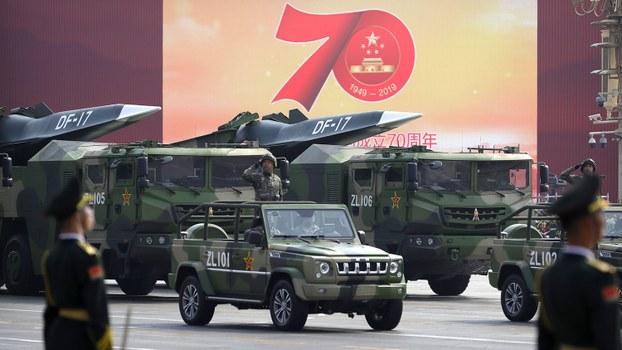 中国国庆70周年阅兵活动中展示的东风17新型导弹。(美联社)