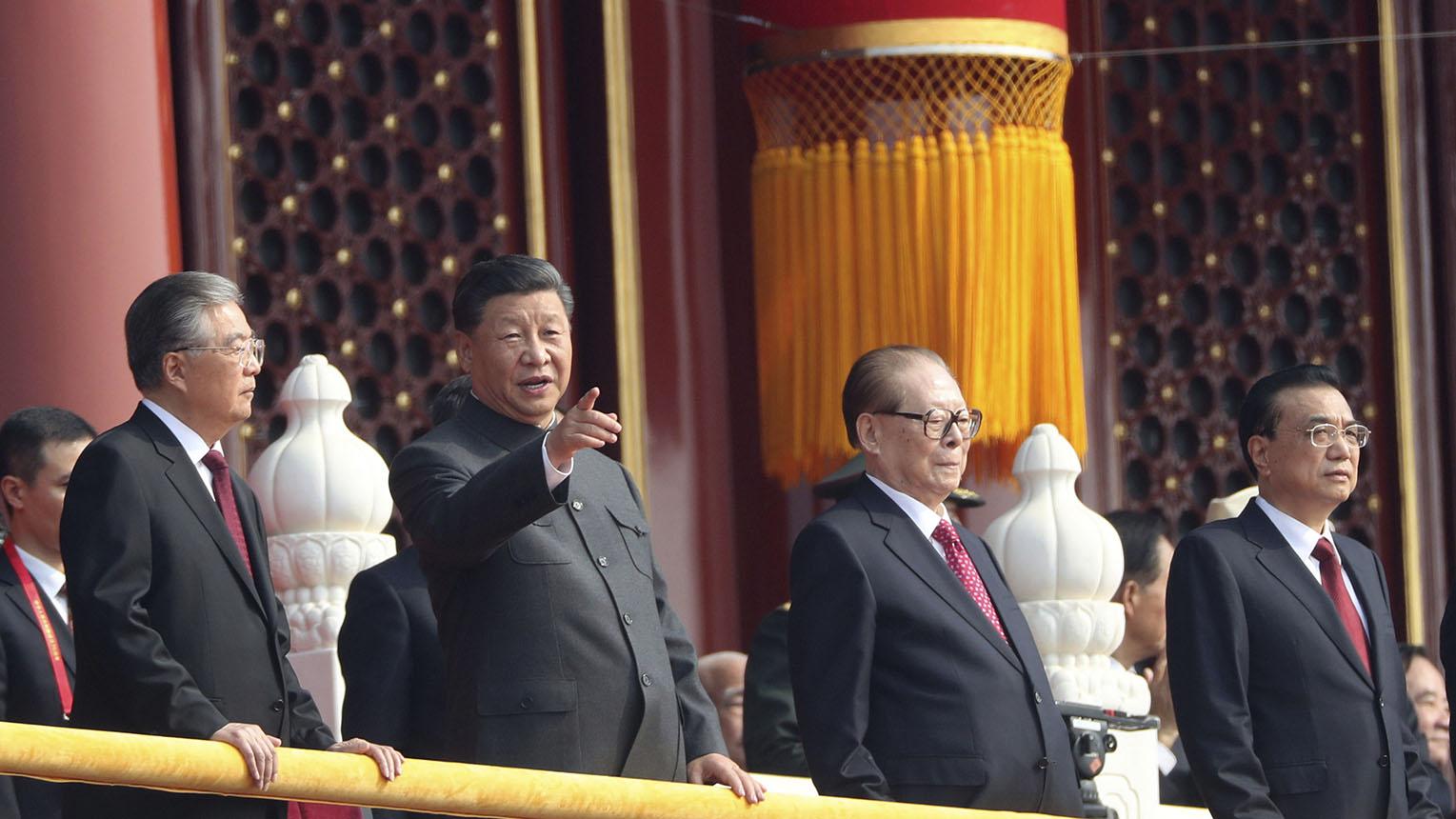 胡锦涛(左起)、习近平、江泽民、李克强在国庆70周年活动中。(美联社)