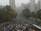 香港民众2019年8月18日在维园集会抗议(美联社)