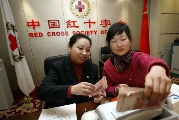 虽然中国红十字会总会试图撇清与郭美美的关系,但围绕中国红十字会总会的信任危机直接影响了中国人慈善捐助的热情。(AFP Photo)