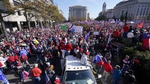 2020年11月14日,美国总统特朗普的支持者聚集在华盛顿自由广场。(美联社)