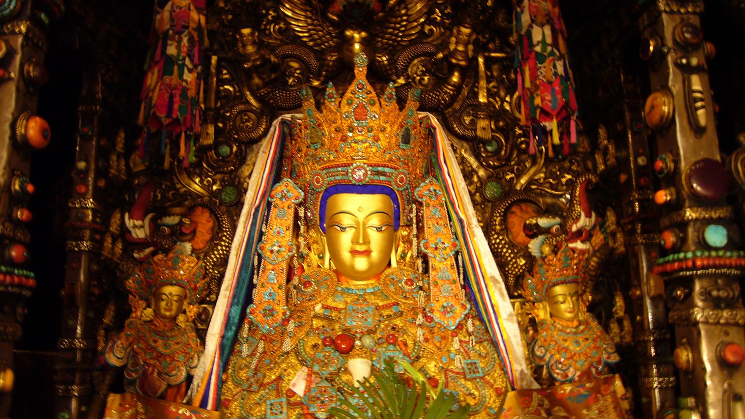 供奉于拉萨大昭寺主殿的觉沃佛像,佛祖释迦牟尼等身像,至为神圣。2007年2月藏历新年拍摄。(唯色摄影)