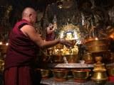 图说:拉萨大昭寺的神圣佛殿觉康,于火灾六个多月后拍摄。(摄影者唯色)