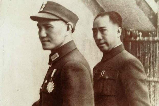 蒋介石和戴笠(右)。(Public Domain)