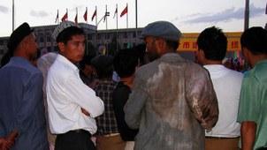 图为2003年8月,喀什的维吾尔人。(王力雄拍摄)