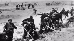 新疆建设兵团的历史照片。(Public Domain)