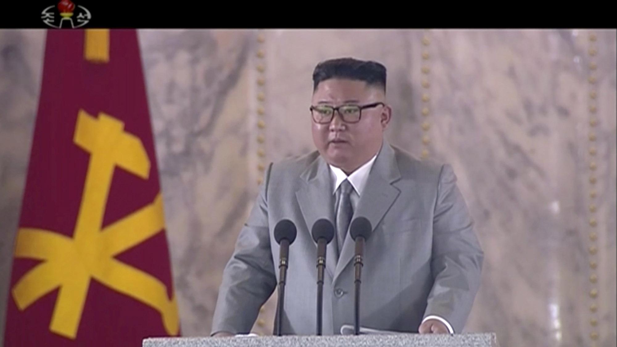 2020年10月10日,朝鲜领导人金正恩在朝鲜劳动党成立75周年阅兵式上讲话。(美联社)