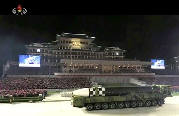 2020年10月10日,朝鲜破天荒地半夜大阅兵。(美联社)