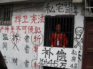 图片:刘浩武身穿寿衣(志愿者提供)