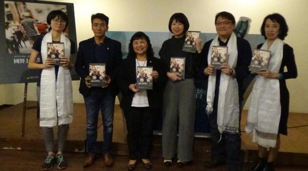 """法律扶助基金会、台湾人权促进会""""国界上的漂流者""""新书发表,收录10位无国籍者故事。(夏小华摄)"""