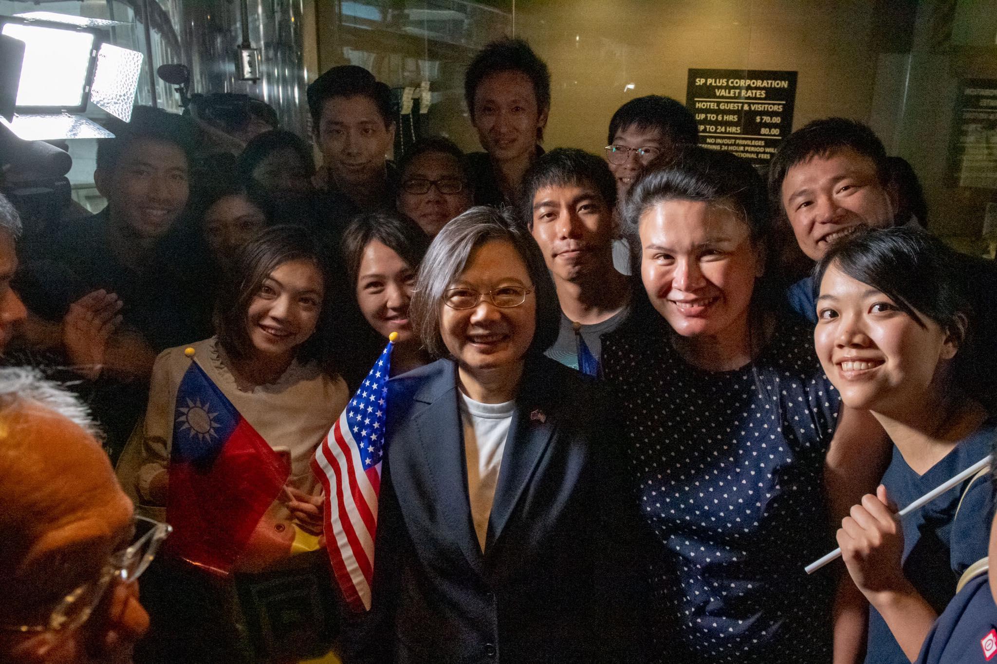 蔡英文抵达纽约后受到台湾侨胞的欢迎(蔡英文脸书)