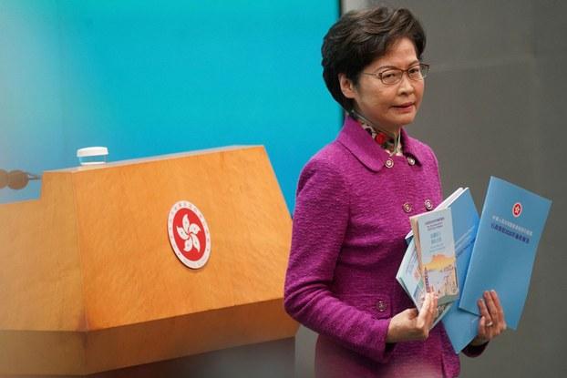 2020年11月25日,香港举行年度施政报告发表后,香港行政长官林郑月娥出席新闻发布会。(路透社)
