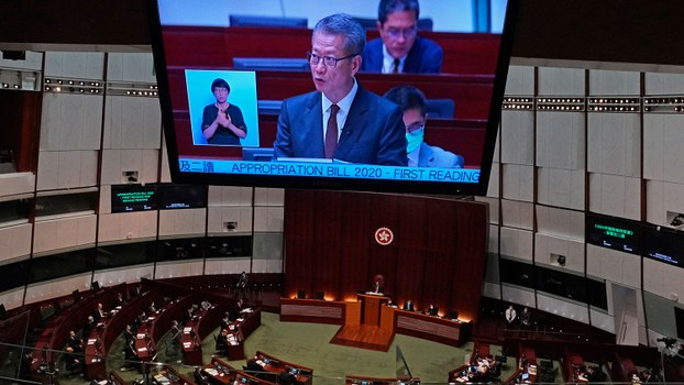 2020年2月26日,香港财政司司长陈茂波在香港立法会上发表《财政预算案》。(美联社)