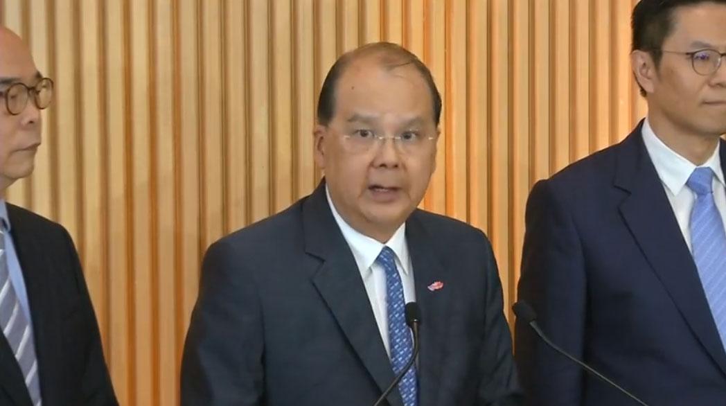 2019年7月26日,香港政务司司长张建宗亦公开表态,他用暴徒来形容周日袭击市民的白衣人。(视频截图/路透社)