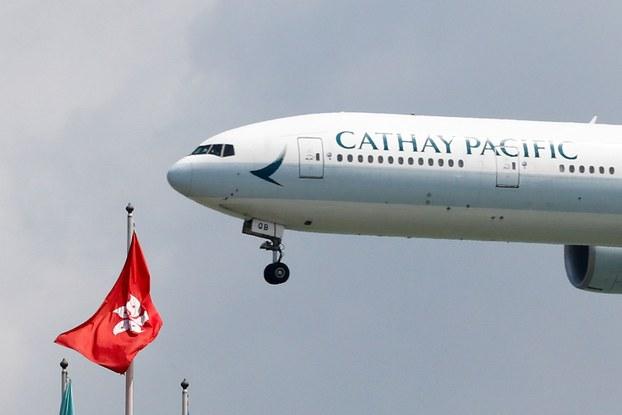 2019年8月14日,国泰航空波音777-300ER飞机在香港机场降落。(路透社)