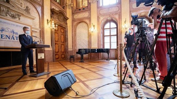 2020年5月19日,捷克参议院议长维特齐(Miloš Vystrčil)在新闻发布会上表示, 祝贺蔡英文总统再次当选,并表示如果中国继续威胁,他就更可能出访台湾。(Senát Parlamentu ČR脸书/捷克议会脸书图片)