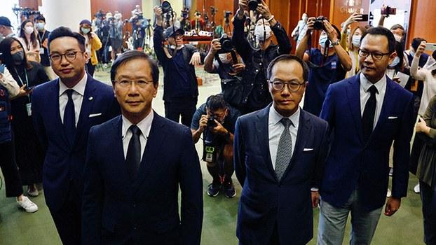 2020年11月11日,被北京褫夺香港议员资格的四名民主派议员对媒体发表讲话。(路透社)