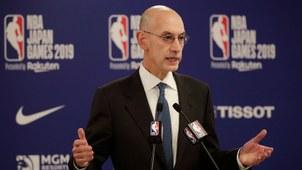 2019年10月8日,NBA总裁萧华在东京NBA季前篮球比赛前的新闻发布会上发表讲话。(美联社)