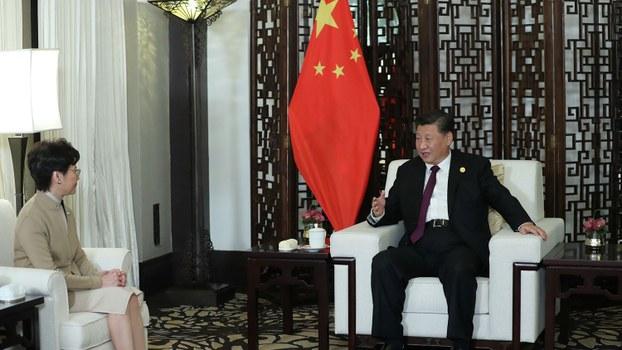 2019年11月4日,中国国家主席习近平在中国上海会见香港特别行政区行政长官林郑月娥。(路透社)