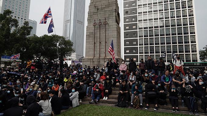 2020年1月19日,部分民众继续在香港街头抗议。(美联社)