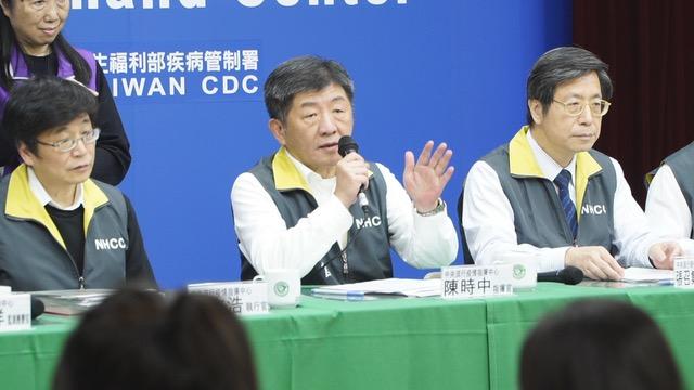 台湾中央流行疫情指挥中心指挥官陈时中说明滞留武汉台人返台事宜。(记者 李宗翰摄)