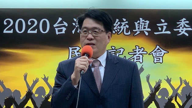 台湾民意基金会董事长游盈隆称,2020总统大选恐创三大纪录。(记者 黄春梅摄)