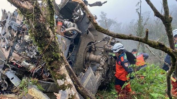黑鹰直升机坠落在新北及宜兰交界山区。(中央灾害应变中心提供)