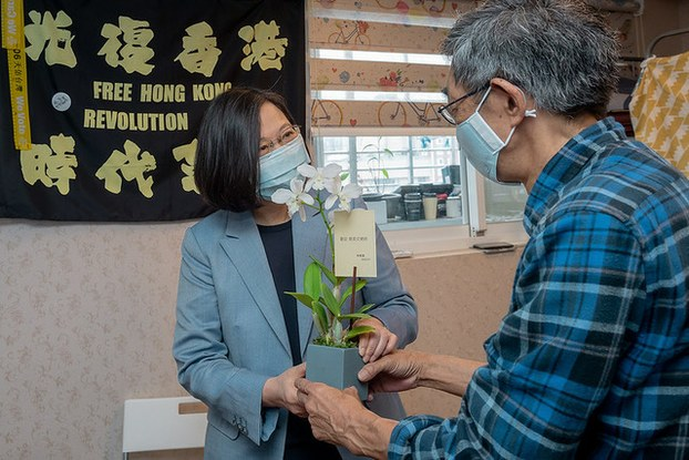 台湾总统蔡英文参访铜锣湾书店。(总统府提供)
