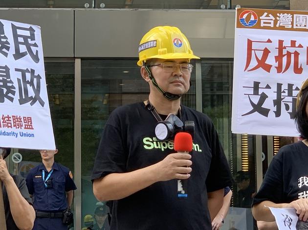 人在台湾访问的郭宝胜声援香港反送中。(记者 黄春梅摄)