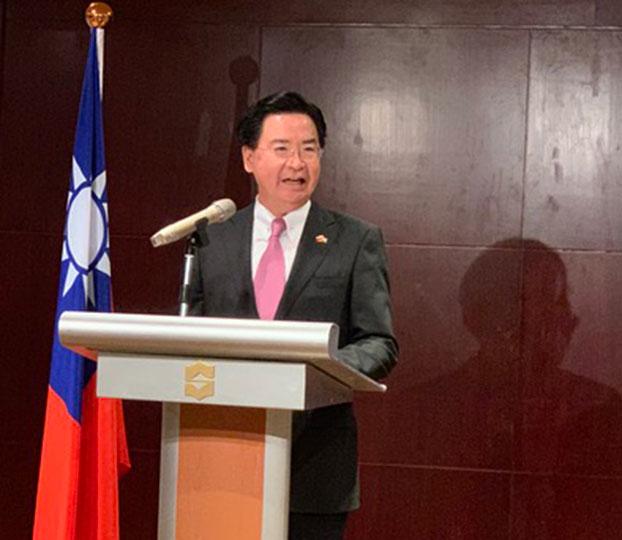 2019年10月9日,外交部长吴钊燮在记者会上,感谢参议员克鲁兹一直是美国国会挺台湾的支持者之一。(记者 黄春梅摄)