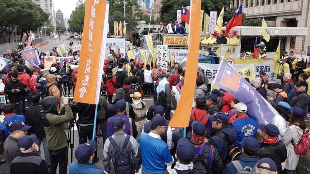 统派团体赴立法院外抗议《反渗透法》立法。(记者 陈明忠摄)