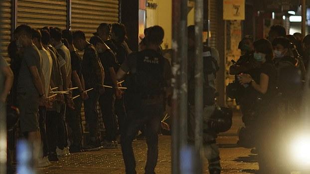香港警方2020年5月11日逮捕多名抗议者(美联社)
