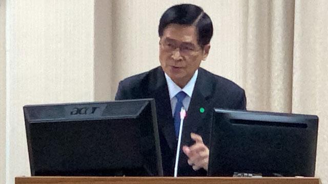 国防部长严德发22日在立法院答询美方对台军售。(记者夏小华摄)