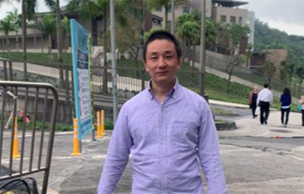 温起锋11月3日赴美国在台协会欲申请政治庇护开直播录视频,二天后被遣送。(温起锋视频截图)