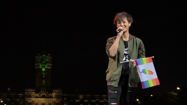 香港出柜女同性恋歌手何韵诗专程飞台湾,参加总统府前争取同性婚姻法制化的音乐会。(夏小华拍摄)
