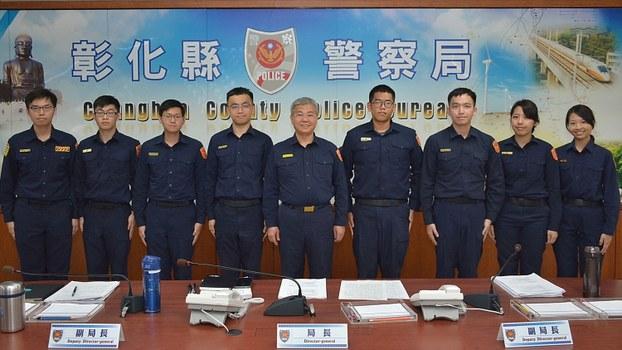 彰化县警察局长方仰宁(中间)率领同仁投入台湾首例武汉肺炎死亡个案的疫调工作,3天内协助追查出感染源和250多位接触者。(彰化县警察局提供)