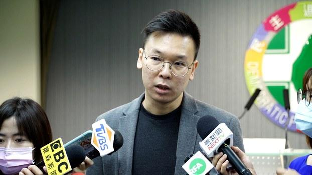 民进党副秘书长林飞帆22日针对中国人大要审香港版国安法接受联访。(记者李宗翰摄)