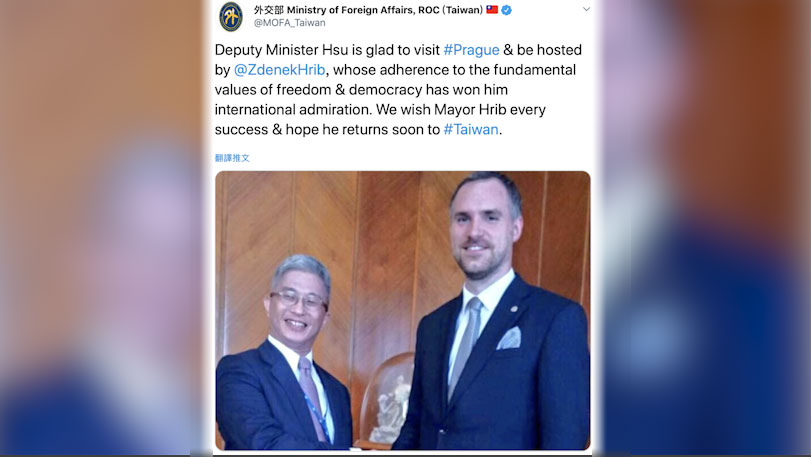 台湾的外交部次长徐斯俭(左)14日会晤布拉格市长贺瑞普(右)。(外交部推特)
