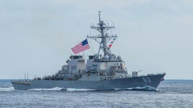 2019年2月美国阿利·伯克级驱逐舰史塔森号(DDG 63)穿越台湾海峡,展现美国致力于一个自由开放印太地区的承诺。(US Navy)